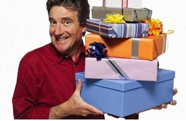 Что подарить папе на Новый год 2022: идеи подарков от дочки или сына