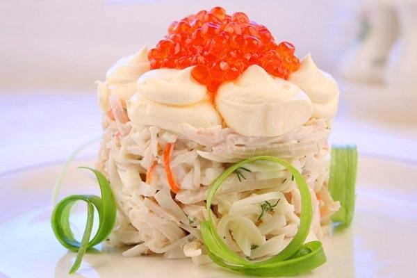 Салаты с морепродуктами на Новый год 2022: рецепты с фото